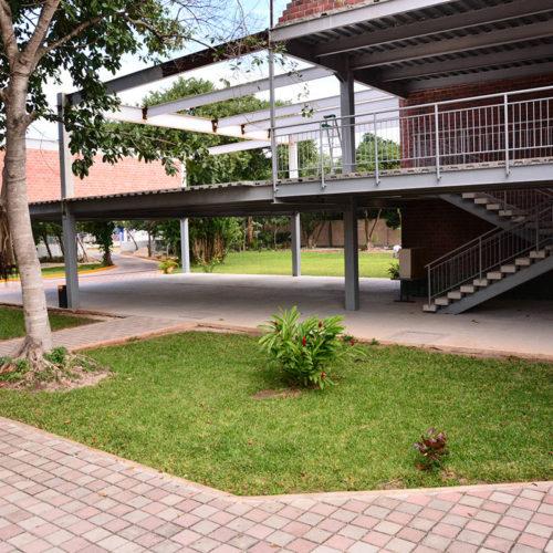 Patio Lateral Colegio Lowry School Cancún